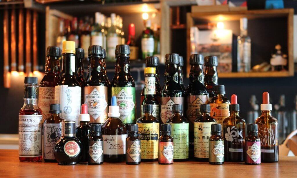 botellas de diferentes tipos de bitters