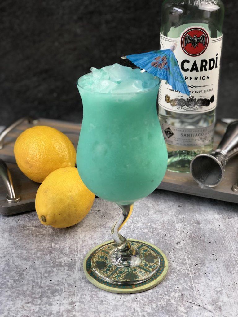 coctel blue hawaiian