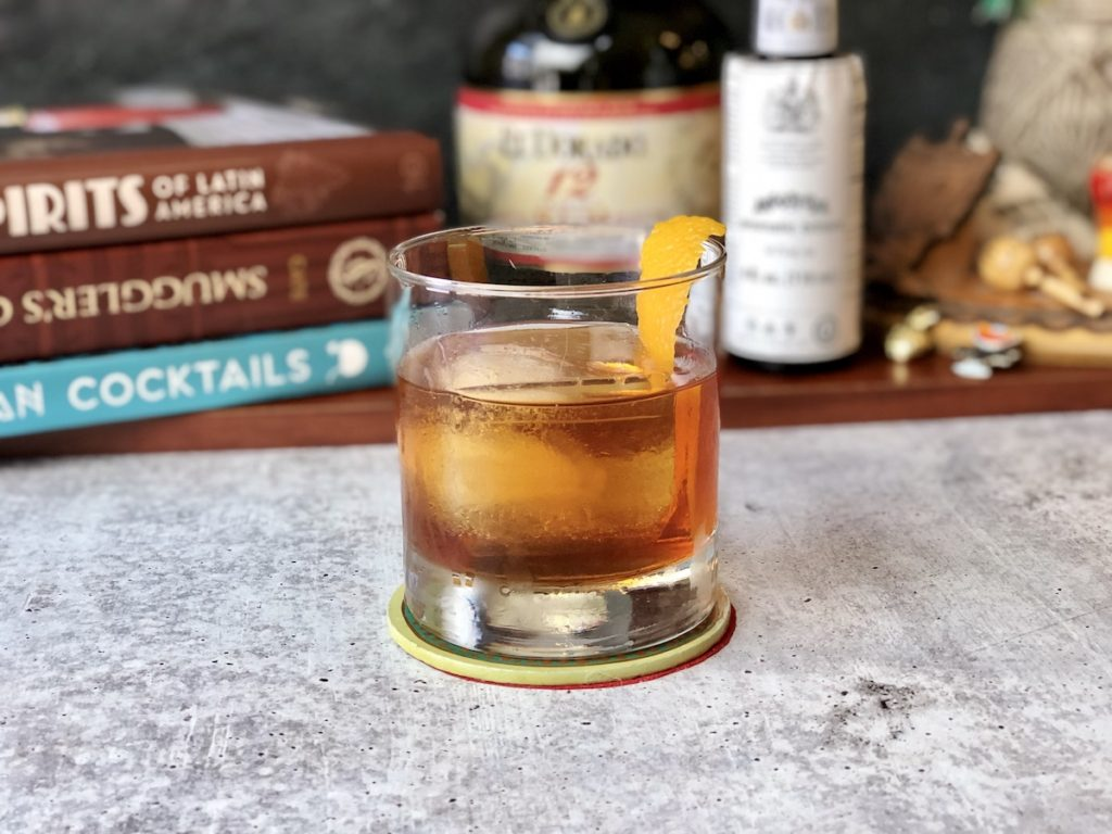 coctel ron old fashioned